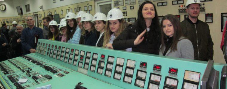 """Studentët e AUK-ut vizitë studimore në TC """"Kosova A"""""""